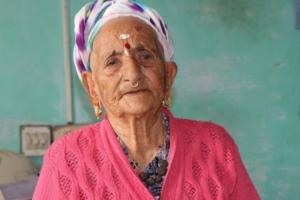 १०५ वर्षीया वृद्धा छमछमी नचेपछि सबै चकित  (भिडियो सहित)
